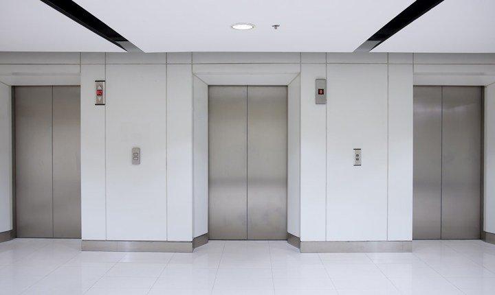 Modifica dell'ascensore, il condomino può allungarne il percorso?