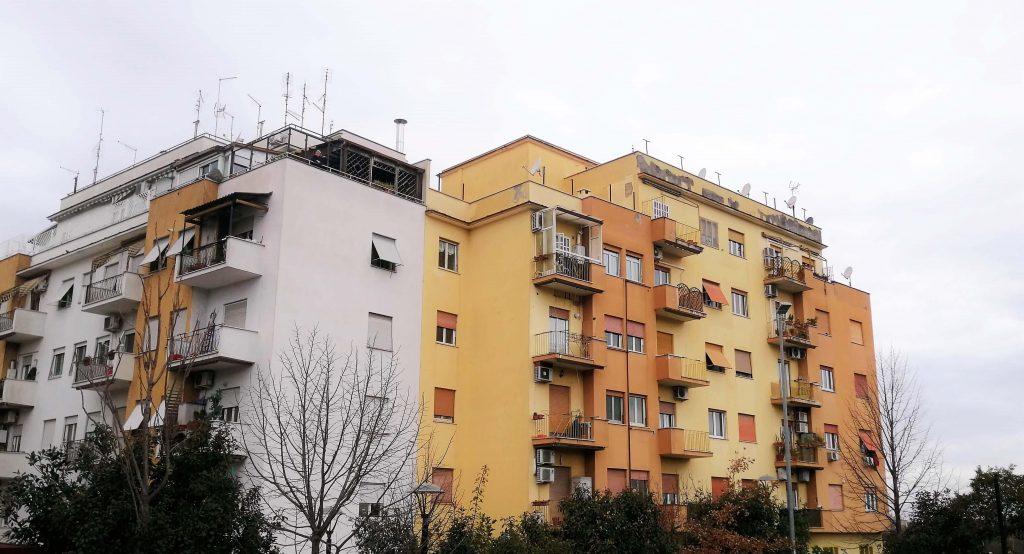 La riparazione dei balconi è a carico dei condomini o del condominio?