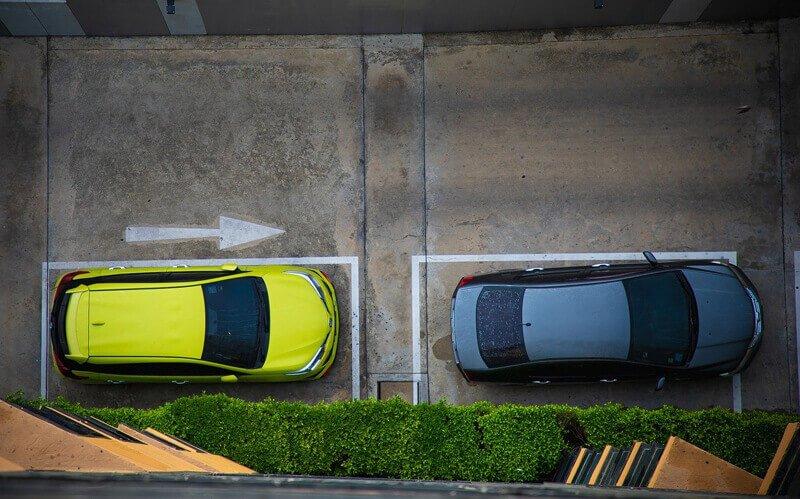 Sono necessarie clausole accessorie per far valere l'RC auto in aree condominiali non aperte al traffico