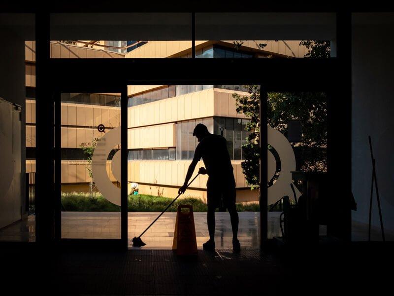 quali sono i requisiti che una ditta di pulizie dovrebbe avere per poter essere scelta da un condominio?