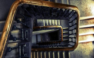 Lesioni per caduta dalle scale, chi paga?