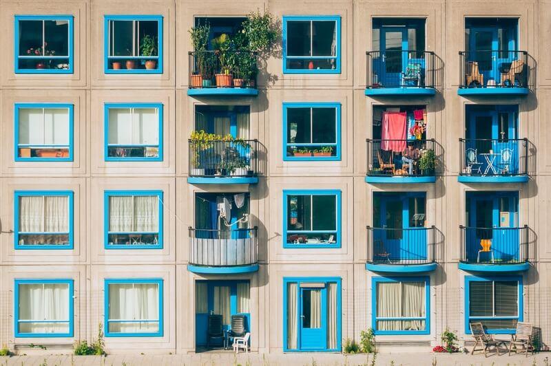 panni stesi in balcone nei condomini, quali regole esistono?