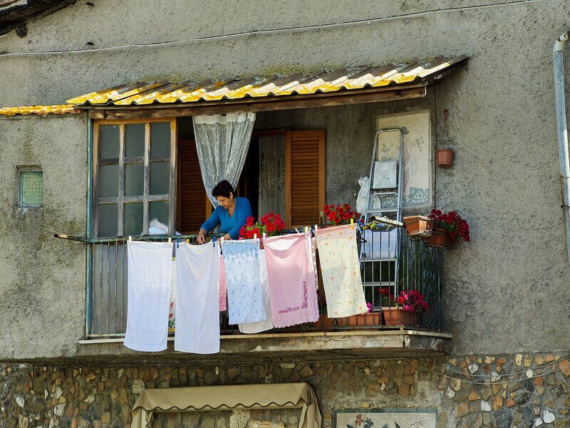 Panni stesi in balcone condominiali